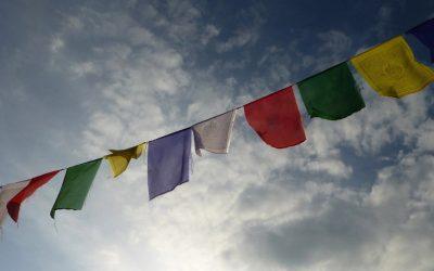 Les drapeaux de prière : un porte-bonheur tibétain épatant
